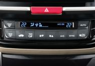Accord-hybrid-i-Dual zone automatic climate control with plasma cluster